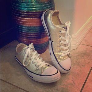 Converse sneakers 👟👟